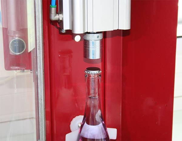 Capsuleuse pour échantillonnage de boissons