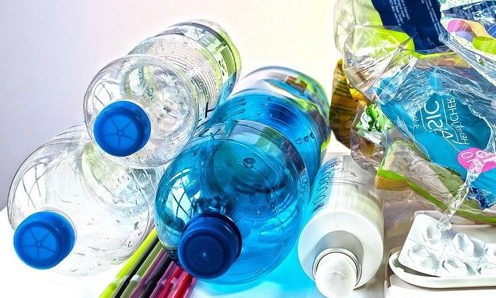 Accumulation de bouteilles plastiques